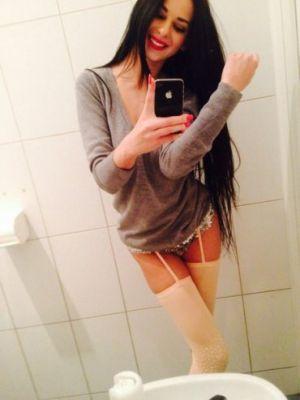 Снять девушку на час (Карина, 23 лет)